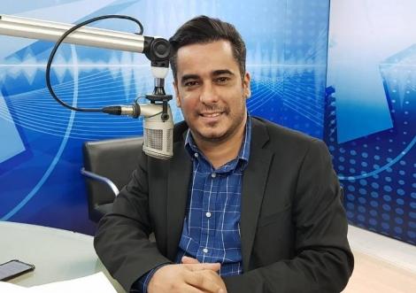 Helton é do PRB (Republicanos), partido no qual rompeu, hoje, com a pré-candidatura de Edilma Freire e anunciou apoio a Cícero Lucena (PP)