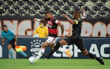 Para o confronto de hoje (17), Dome ainda não poderá contar com o goleiro Diego Alves, que ficou no Rio de Janeiro se recuperando de lesão no ombro esquerdo
