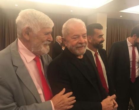 Lula (PT) cumprimentou o ex-deputado federal e atual secretário da gestão João Azevêdo, Luiz Couto (PT) como prefeito e acabou atiçando a tese de que o Partido dos Trabalhadores não tem a intenção de apoiar uma candidatura do PSB à prefeitura de João Pess
