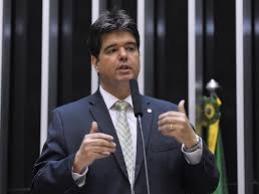 O deputado federal Ruy Carneiro está cobrando do Governo da Paraíba para que adote medidas de redução fiscal para facilitar o acesso da população a produtos utilizados na contenção da pandemia do coronavírus