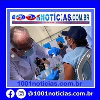 Marcelo Queiroga vacinou vários cidadãos contra Covid-19 (Foto: Reprodução)