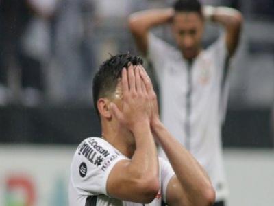 Corinthians cai para o Vitória na Arena e perde a invencibilidade no Campeonato Brasileiro