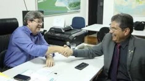 """Adriano Galdino (PSB), considerou que o dirigente nacional cometeu """"um erro absurdo"""" ao dissolver o diretório estadual do partido na última sexta-feira, 16."""