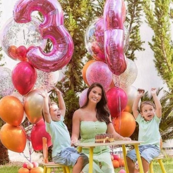 Andressa Suita faz aniversário e ganha parabéns de Gusttavo Lima