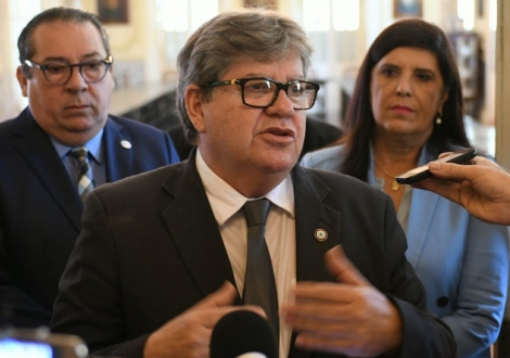 O governador João Azevêdo (Cidadania) em contato com a imprensa nesta segunda-feira (17) falou a respeito de uma possível conversa com o prefeito da Capital, Luciano Cartaxo