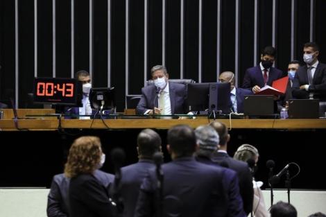 A Câmara dos Deputados decidiu manter a prisão em flagrante e sem fiança do deputado Daniel Silveira (PSL-RJ), detido desde terça-feira (16) no âmbito de inquérito do Supremo Tribunal Federal (STF)