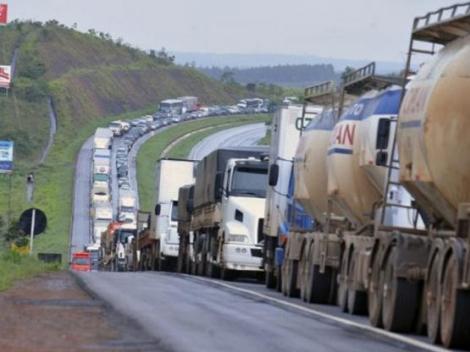 Grupos de caminhoneiros estão prometendo fazer protestos nas principais saídas de Campina Grande no início da manhã desta segunda-feira (22)