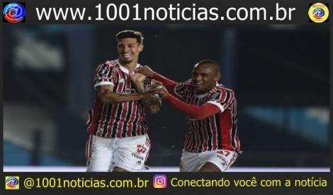 Rigoni e Marquinhos comemorando gol pelo São Paulo na Libertadores Marcelo Endelli/Getty Images
