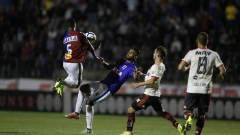 Flamengo vence o Paraná por 4 a 0 não leva cartão e sai ileso para 'final' contra o Palmeiras no próximo sábado