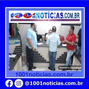 Durante sessão na manhã desta sexta-feira (23), o vereador Daniel Bezerra quebrou objetos no plenário, inclusive da mesa do dirigente do Legislativo