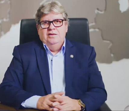 """"""" Foi um desserviço"""", disse o governador João Azevêdo (Cidadania) repercutindo com críticas ao pronunciamento do presidente Jair Bolsonaro (sem partido) na noite desta terça-feira (24) em cadeia nacional de Rádio e TV"""