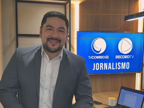 O jornalista Bruno Sakaue foi confirmado nesta segunda-feira (22) como novo apresentador do Correio Manhã, na Tv Correio, a partir do próximo dia 30