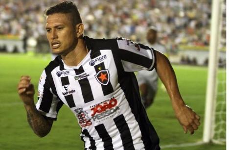O atacante Rafael Oliveira, de 33 anos, foi anunciado nessa quinta-feira (25) como mais novo reforço do Botafogo-PB para temporada 2021
