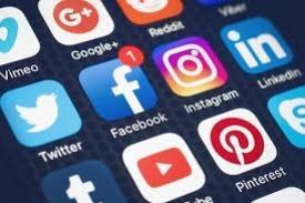 O que você faz em sua conta de alguma rede social aberta pode ser entendido como a mesma coisa de se fazer em um espaço público