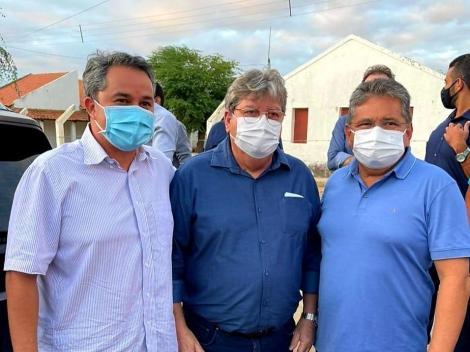 ELEIÇÕES 2022  -  Ao Lado de João Azevêdo e Adriano Galdino, Efraim Filho recebe apoio de prefeitos do Cariri