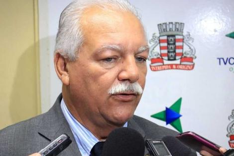 """O nome do ex-senador Cícero Lucena também é citado e Benilton afirma que para ele esse seria o único nome capaz de """"fazer alguma cócega"""" na disputa pela PMJP"""