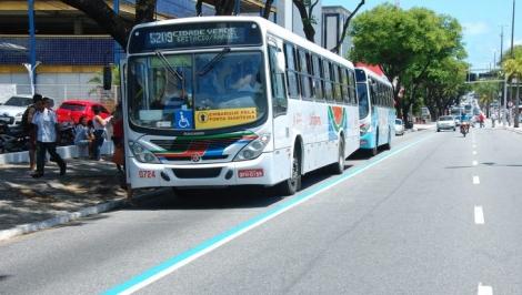 O citado Decreto dispõe que as empresas de transporte público coletivo urbano deverão permanecer disponibilizando nove linhas, com funcionamento nos seguintes horários: das 5h30 às 8h30 e das 17h às 20h, exclusivamente, para o transporte dos trabalhadores