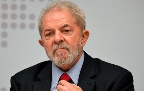 O relator da Lava Jato no TRF-4, desembargador Gebran Neto, elevou a pena do ex-presidente Lula no caso do sítio de Atibaia para 17 anos, 1 mês e 10 dias de prisão. A pena em primeira instância, imposta pela juíza Gabriela Hardt, era de 12 anos e 11 meses