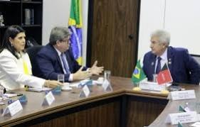 O governador João Azevêdo assegurou, nesta quarta-feira (28), em Brasília, a inclusão do estaleiro para reparos navais, no município de Lucena, no portfólio de projetos de interesse do país,