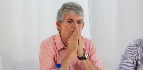 Ricardo Coutinho cumpre medidas cautelares, após ser preso na Operação Calvário, apontado como chefe de uma organização criminosa responsável por roubar milhões dos cofres públicos da Paraíba