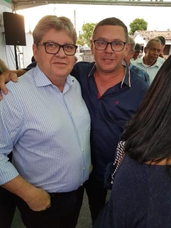 Roberto Refrigeração destacou o trabalho do chefe do Executivo estadual e disse que a presença do governador em Lucena demonstra o compromisso do Governo