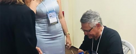 """O jornalista e escritor paraibano Hélder Moura lança na Itália seu livro """"L'incredibile testamento di Don Agapito"""", na versão em italiano de seu romance """"Dom Agápito"""""""