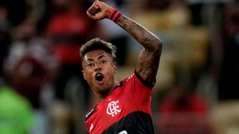 Bruno Henrique comemora após marcar para o Flamengo sobre o Barcelona EFE/Silvia Izquierdo